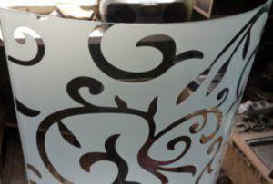 Стекло радиусное с пескоструйным рисунком для радиусных дверей Азов