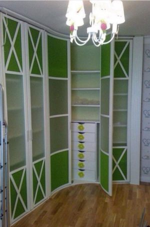 Распашная радиусная дверь Азов