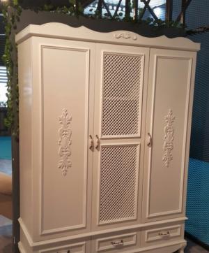 Распашные двери с декоративными накладками Азов